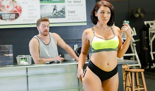 Секс мужчиной домашнее порно со спортсменкой